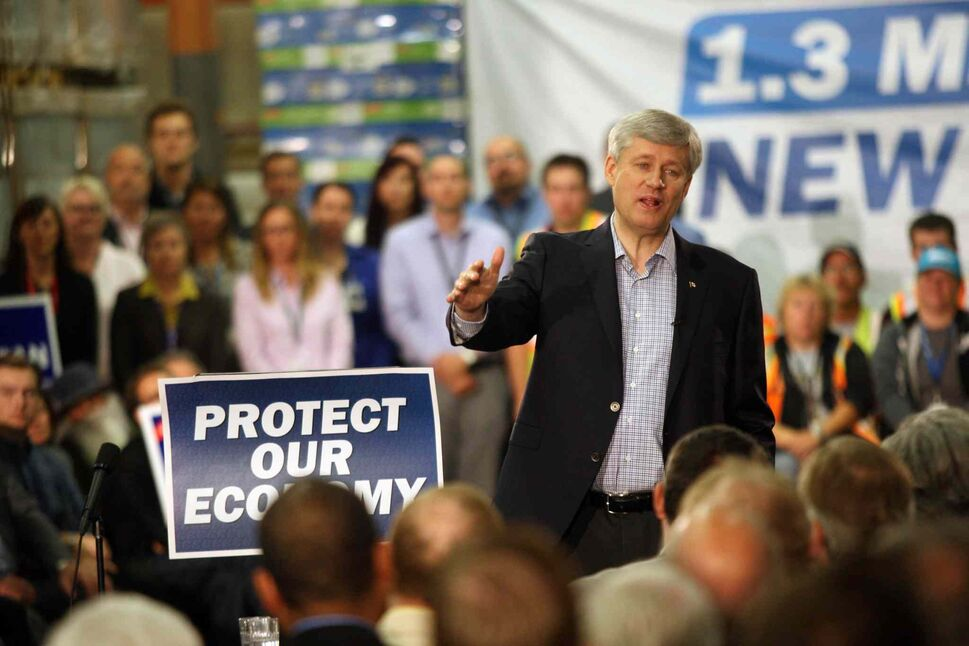 Prime Minister Stephen Harper at the Bison Transport warehouse on Wellington Avenue in Winnipeg Tuesday. (JOE BRYKSA / WINNIPEG FREE PRESS)